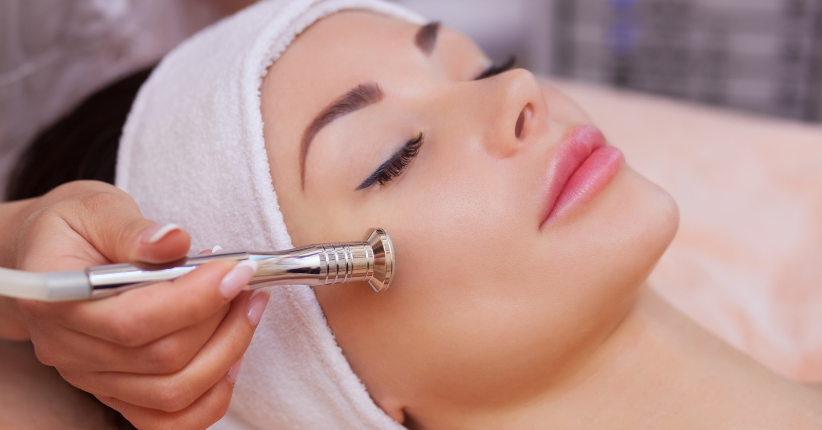 Microdermabrasion facials in Dubai