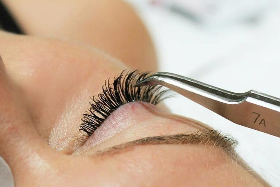 Platinum Black eyelash extensions Dubai