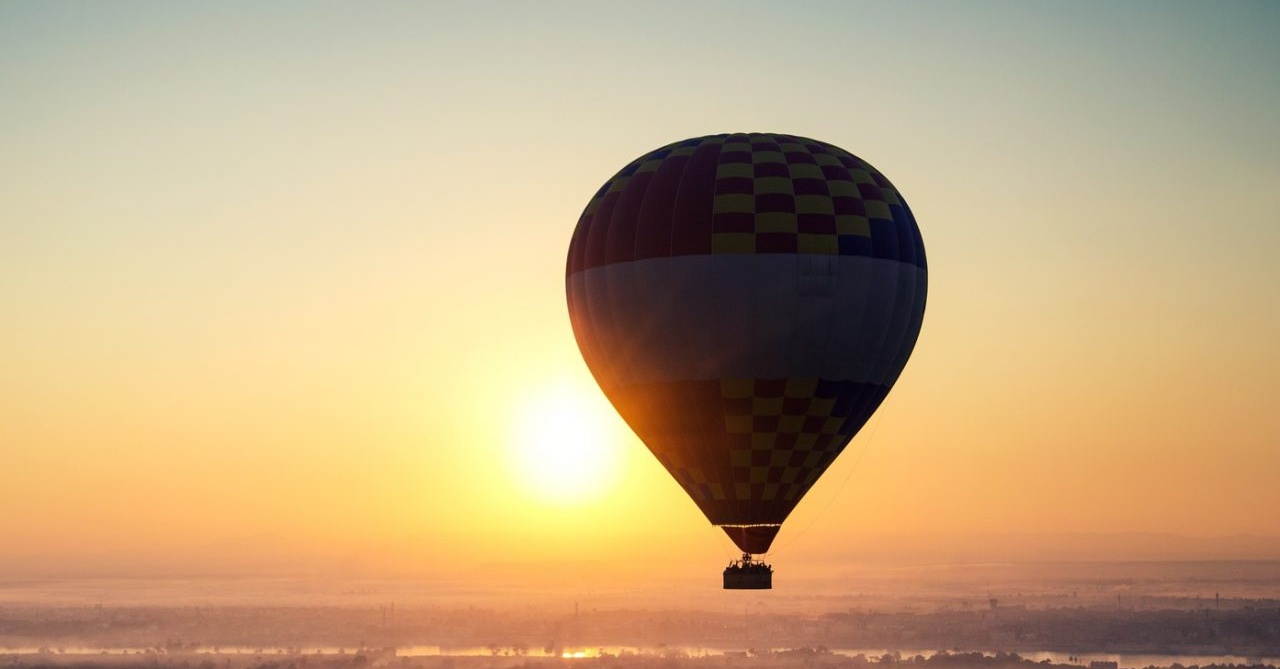 Romantic hot air balloon tour Dubai