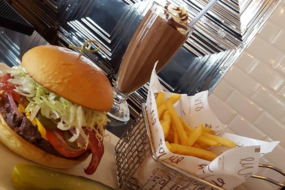 Mo's diners in Dubai