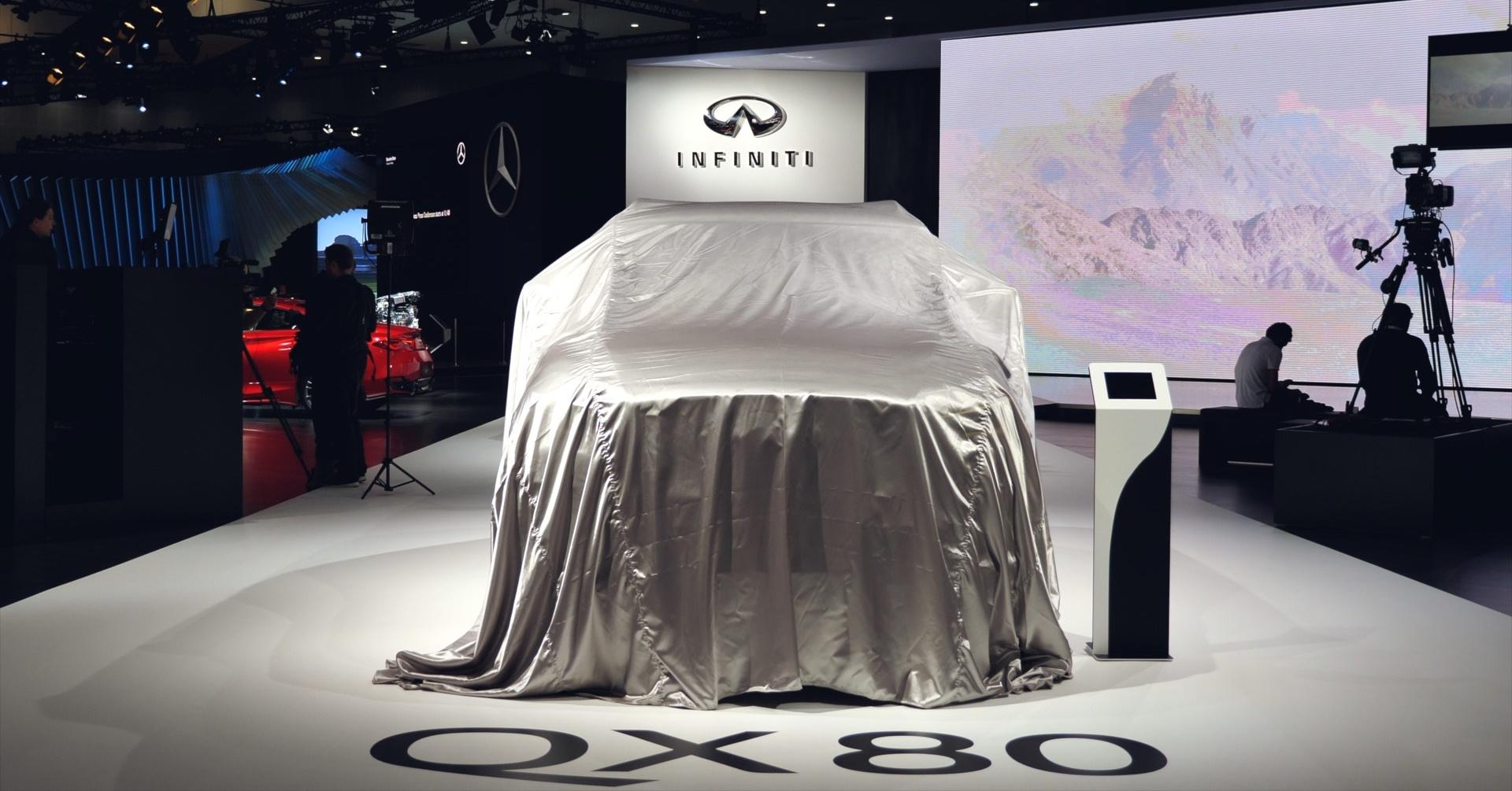 Infiniti QX80 at 2017 Dubai Motor Show