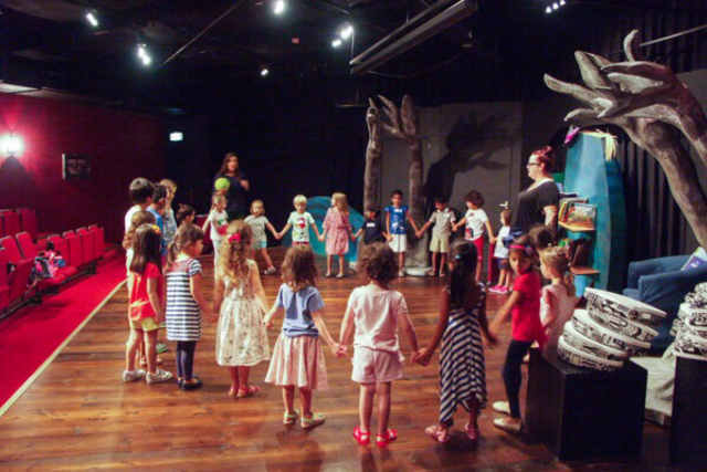 dr-seuss-winter-camp-courtyard-playhouse-dubai-640x480 Cropped (1)
