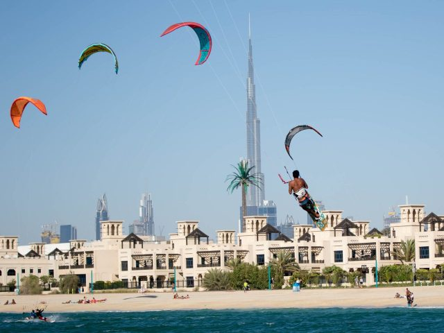 Surf Dubai, Surfing in Dubai, Surf House Dubai, Kitesurfing - Kite N Surf Dubai