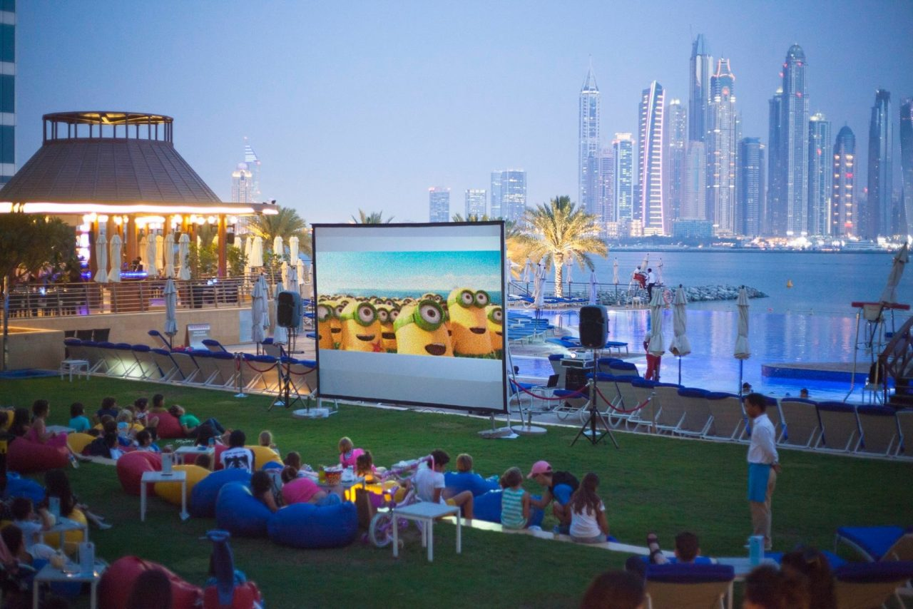 outdoor-cinema-dubai-