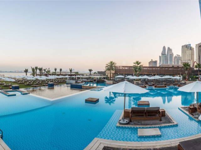 swimming-pool-in-dubai-beach-club-dubai-ladies-day-1