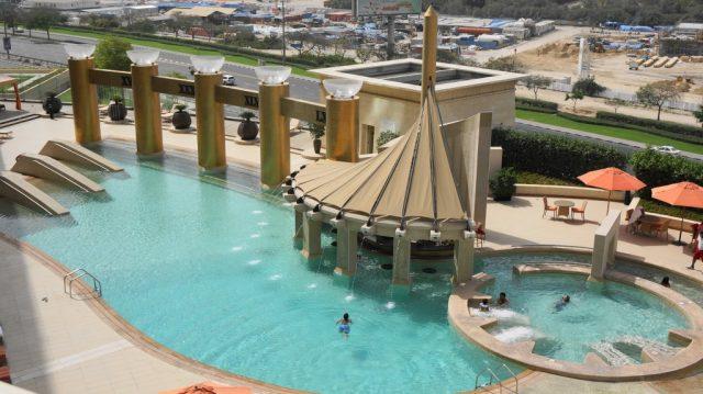 swimming-pool-in-dubai-pullman-min-ss Cropped (1)s