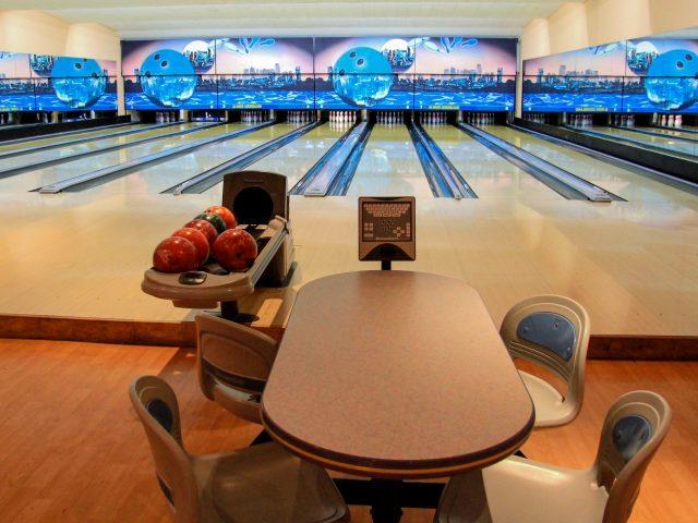 Bowling in Dubai - Al Nasr Leisureland