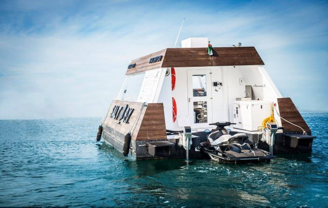 Aqua-Pod-floating-food-truck-dubai-3