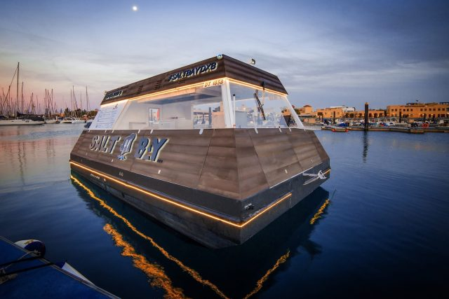 Aqua-Pod-floating-food-truck-dubai-