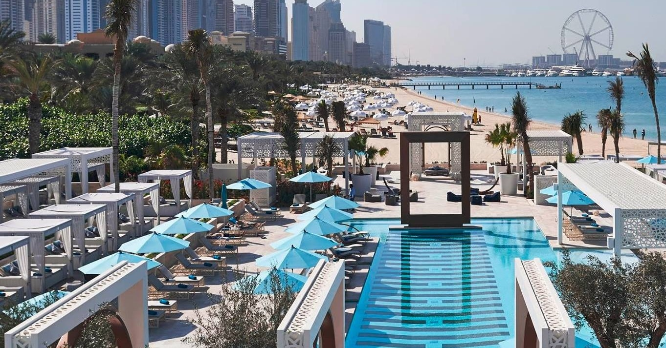 beach-clubs-in-dubai-pool-dubai-d-min