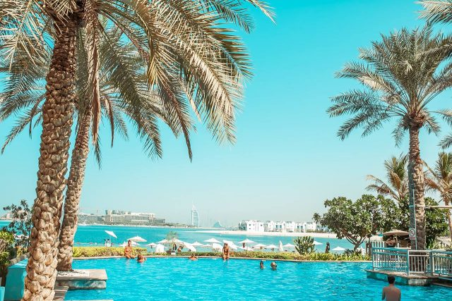 beach-clubs-in-dubai-pool-dubai-d-mind