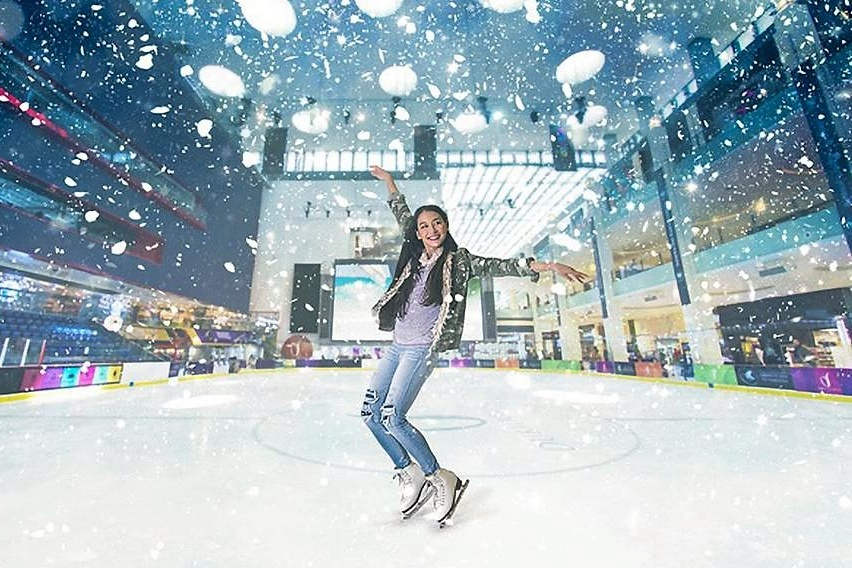 ice skating in dubai ice rink dubai mall Cropped (1)
