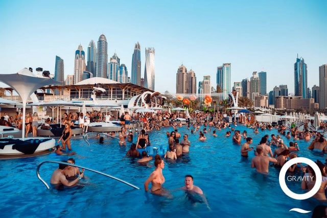 swimming-pool-in-dubai-beach-club-dubai-ladies-day-1d