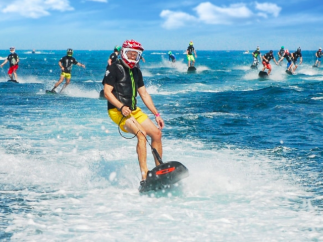 water sports in dubai - jetsurf