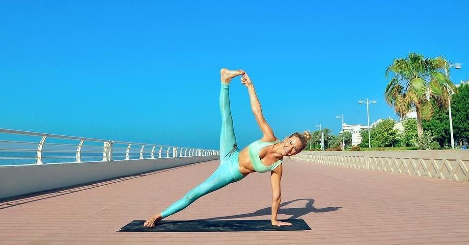 vinyasa yoga at yoga la vie dubai - best yoga class in dubai