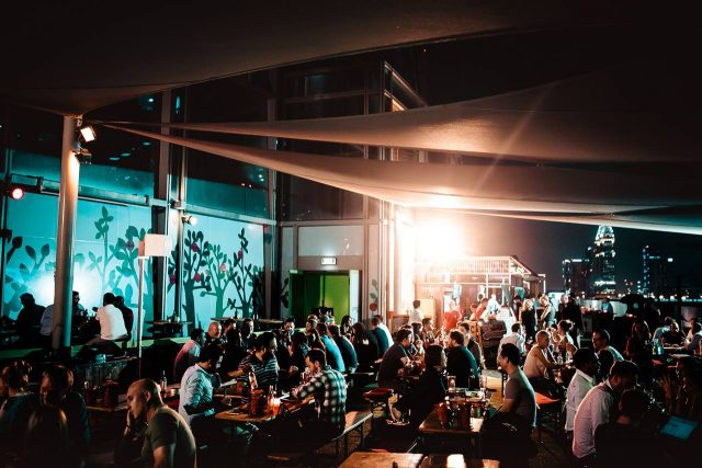 dubai-happy-hour-dubai-nightlife-bars-in-dubai-2-eddddfddfeswfe