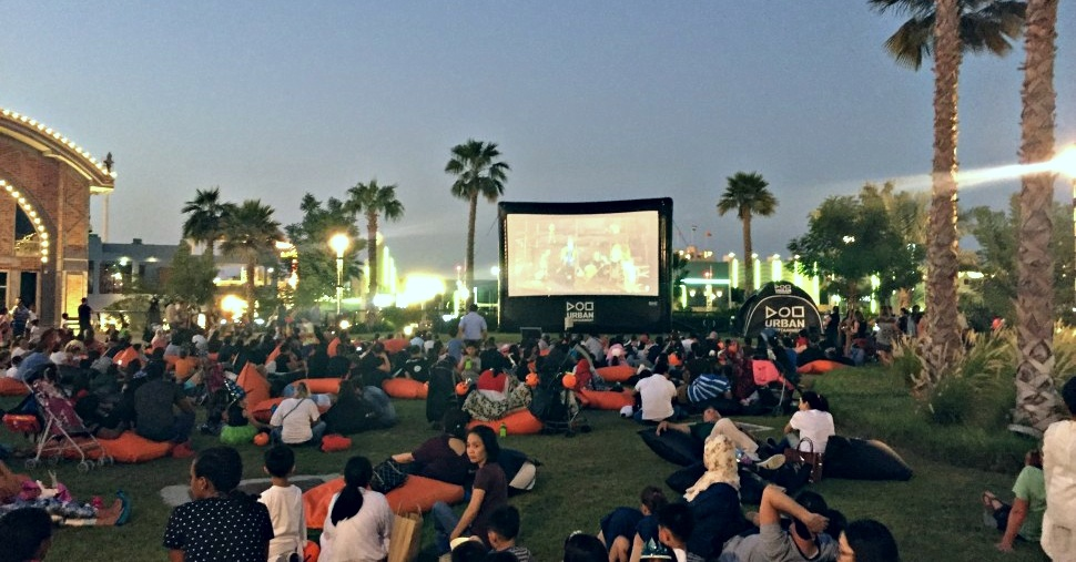 outdoor-cinema-dubai-cinema-sin-dubai-hindi-movies-in-dubai-bollywood-feature