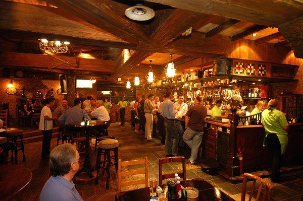 pubs-in-dubai-nightlife-bars-in-dubai-happy-hour-dubai-2dde Cropped (1)dd