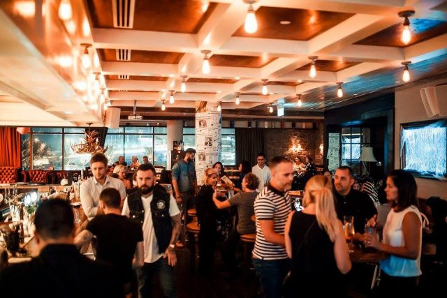 pubs-in-dubai-nightlife-bars-in-dubai-happy-hour-dubai-2dde Cropped