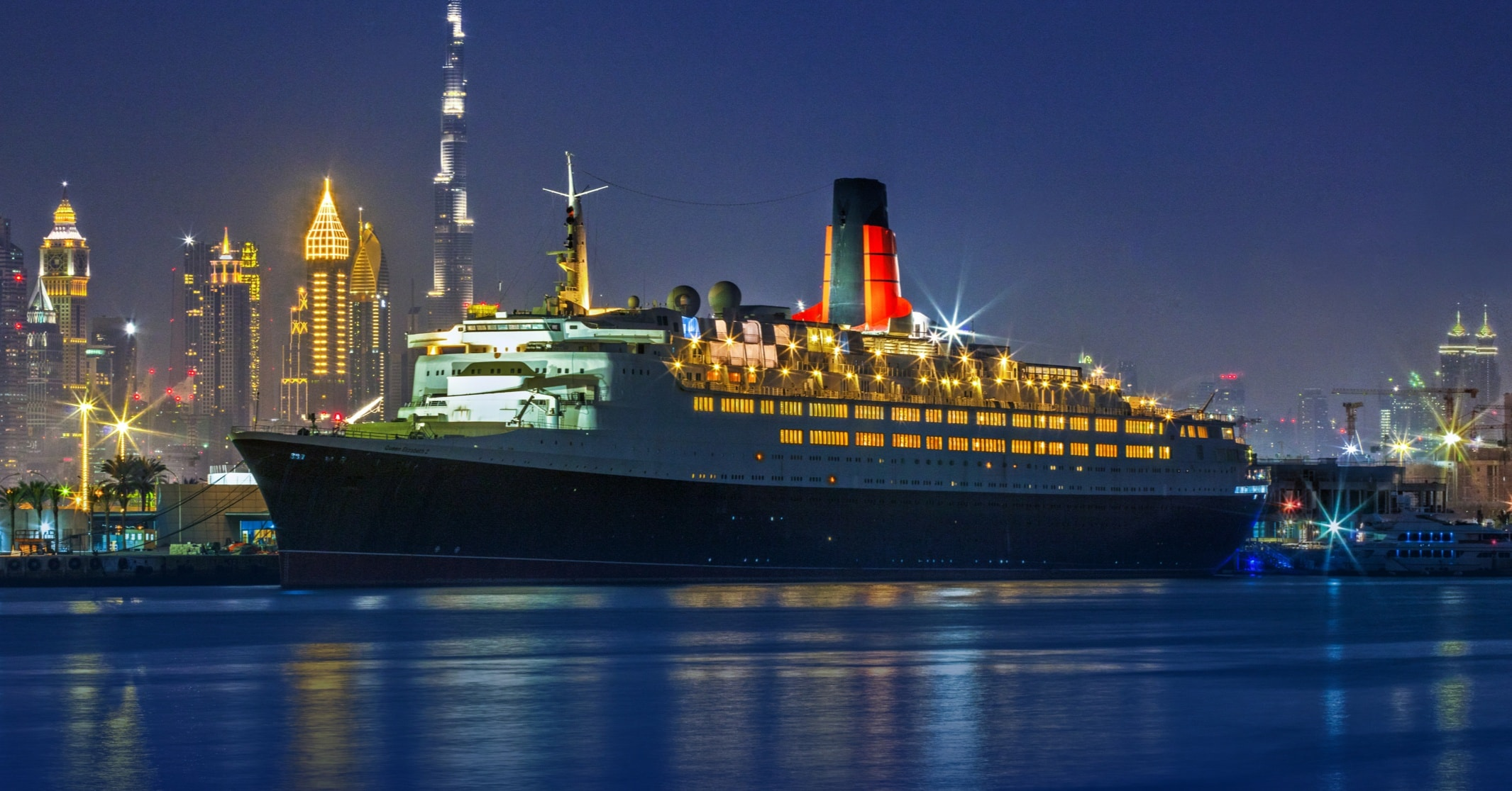 queen-elizabeth-2-ship-cruise-ship-qe2-dubai-hotels-