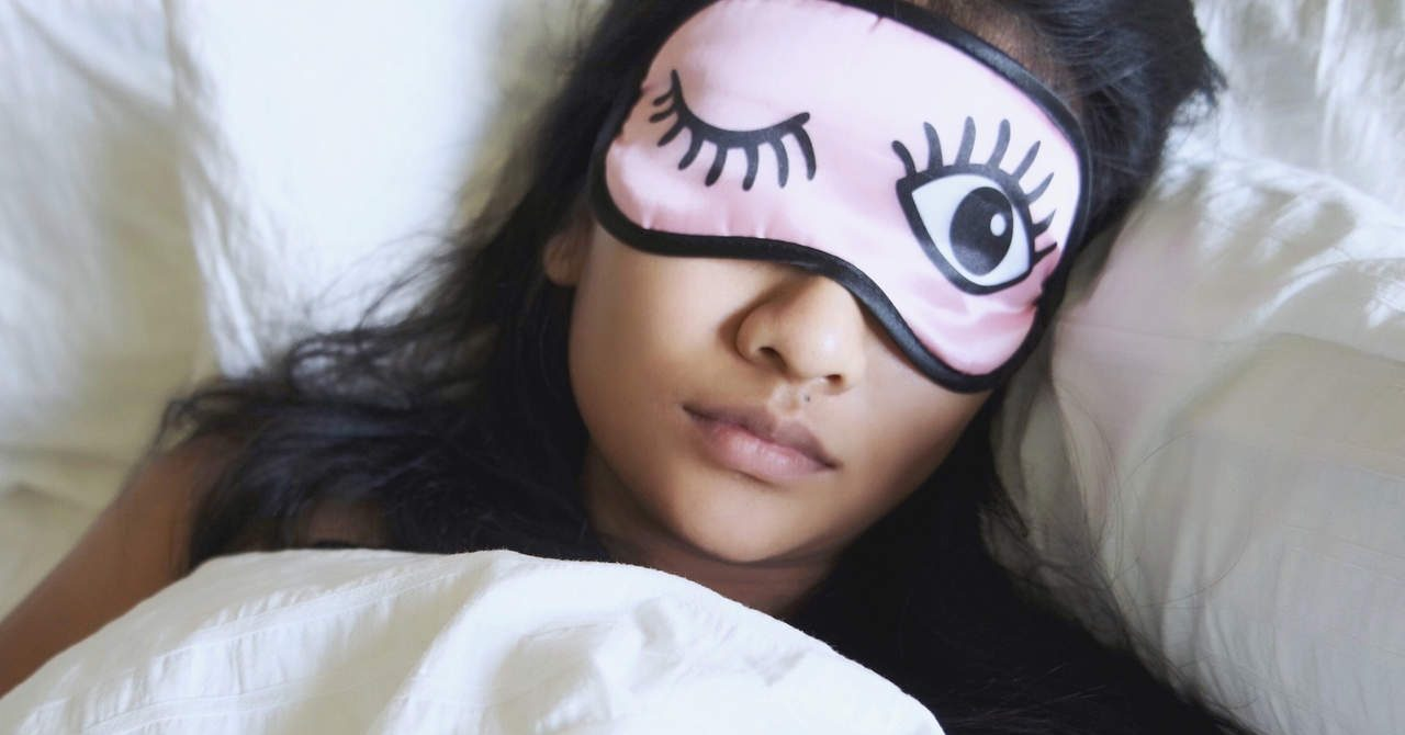 woman-sleeping-eyemask