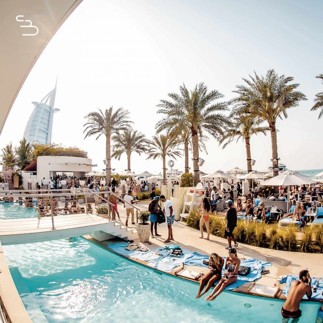 beach-club-dubai-beach-clubs-in-dubai-12-min