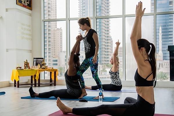 free yoga classes in dubai - june 2018 international day of yoga dubai 4 Cropped