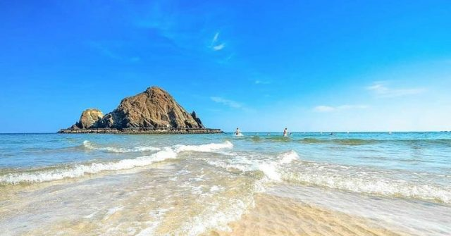 uae road trips from dubai to fujairah - snoopy island northern emirates