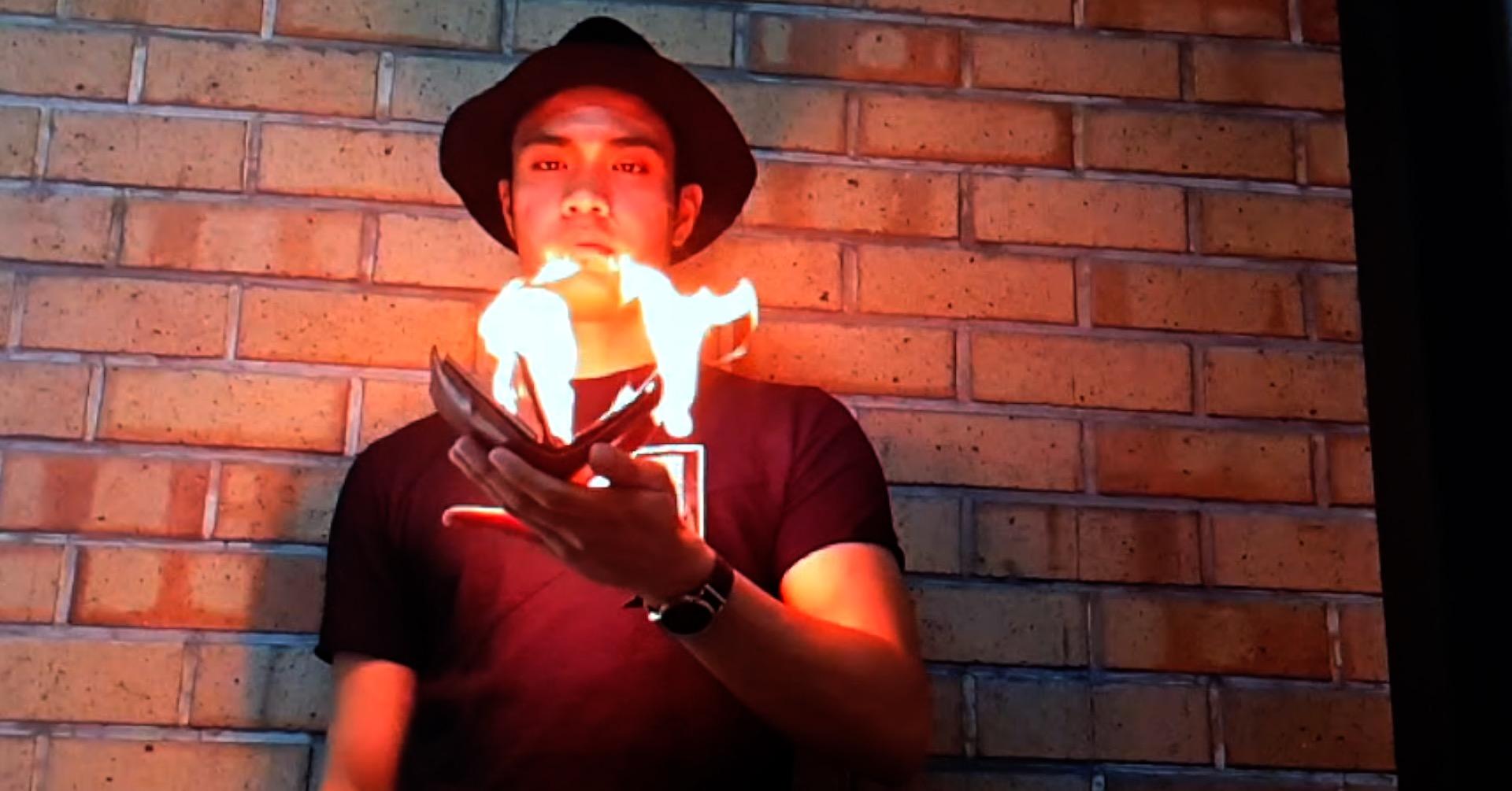 Street Magician does Magic Tricks in our Dubai Office!