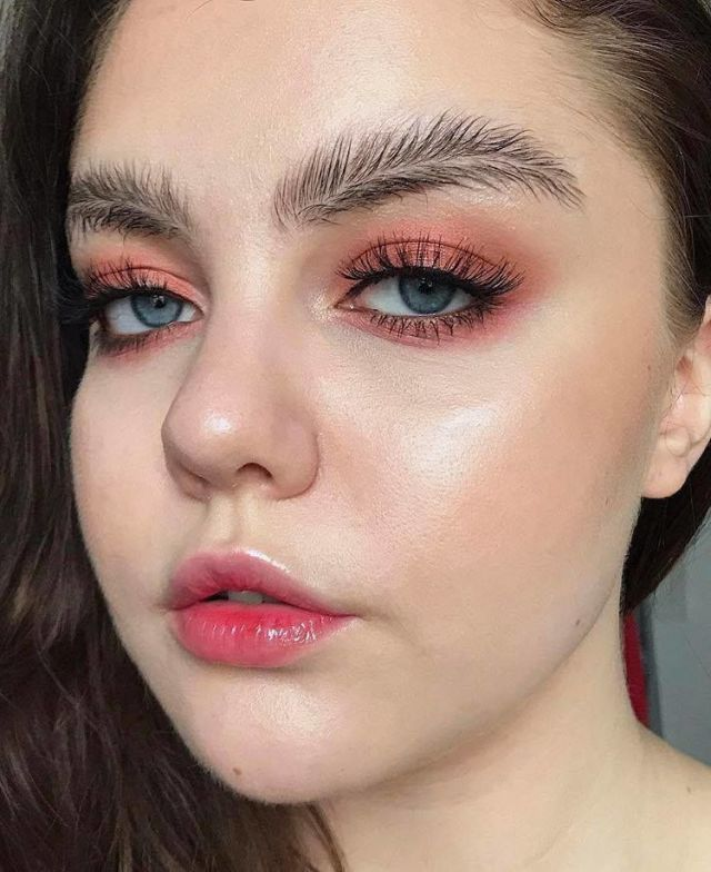 Feather brows - weird beauty trends 2017