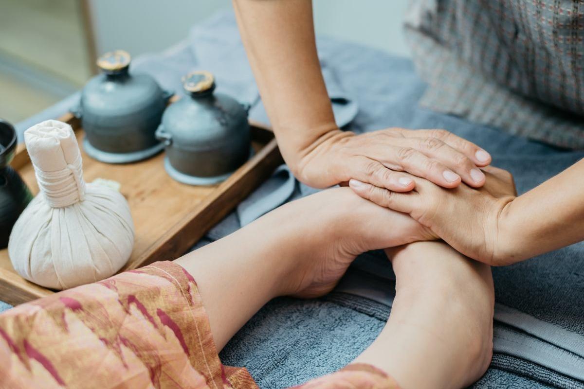 foot reflexology in dubai - feet first dubai - foot massage in dubai Cropped (1)