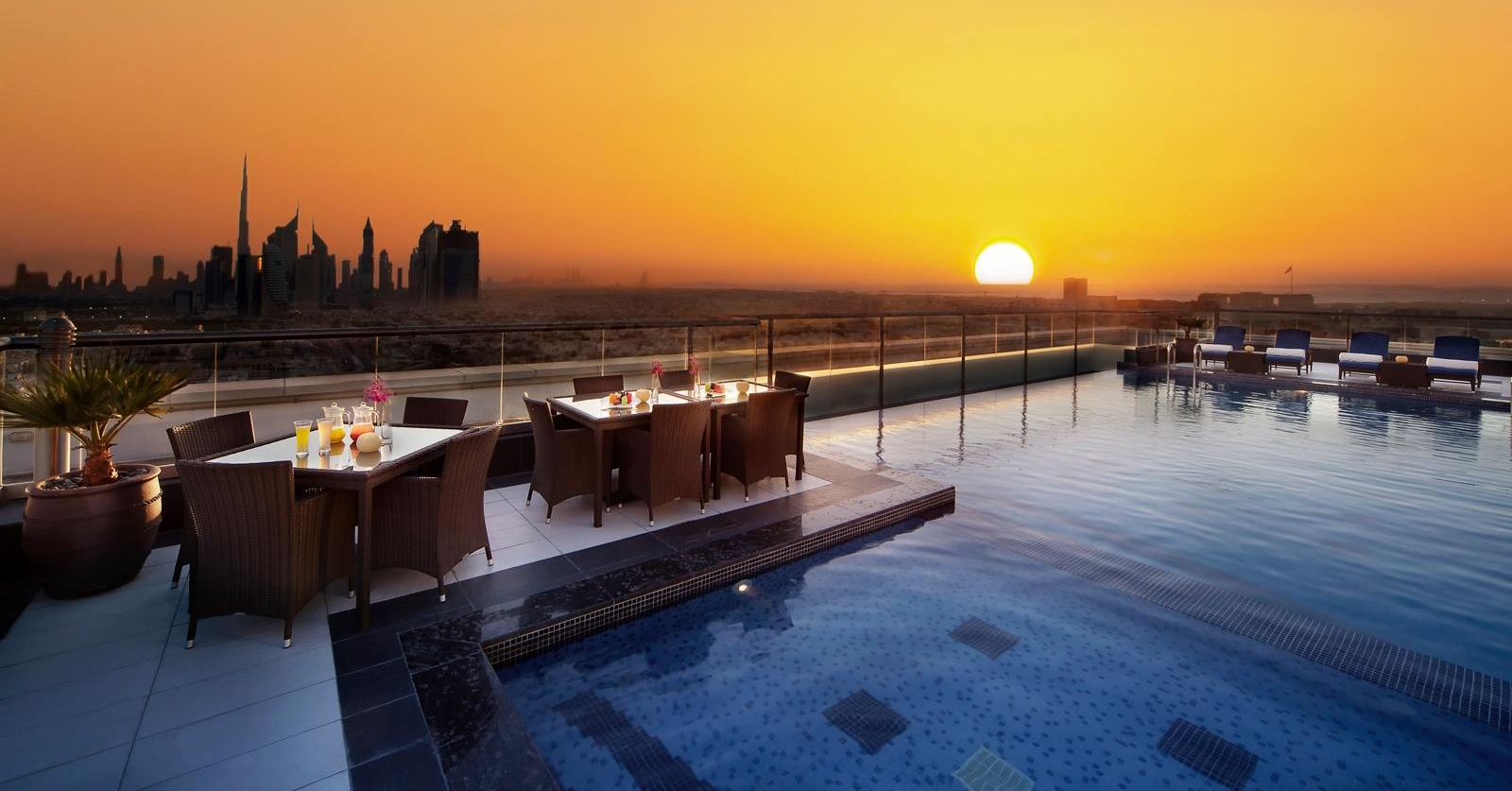 rooftop-pools-in-dubai-swimming-in-dubai-dssdssswessd Cropped