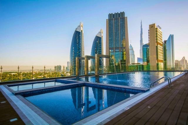rooftop-pools-in-dubai-swimming-in-dubai--worlds-tallest-hotel-Cropped