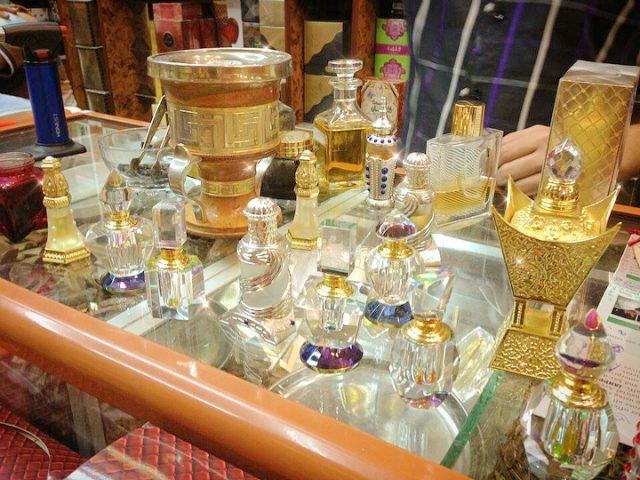 souks in dubai - deira perfume souk