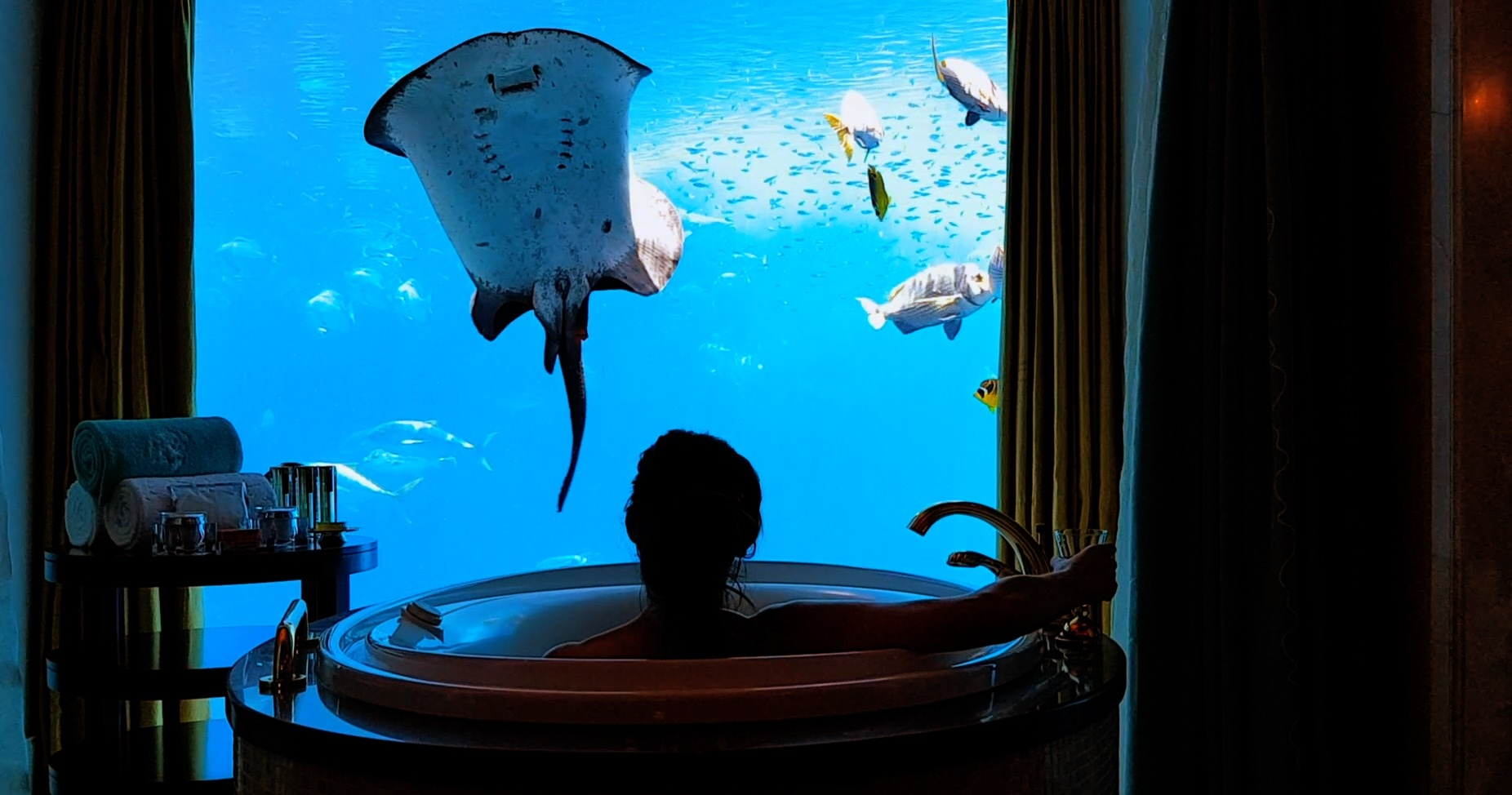 insane luxury hotels in the world - underwater suite at atlantis the palm jumeirah bath tub