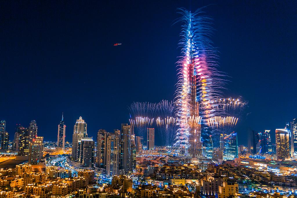burj-khalifa-fireworks-nye-dubai