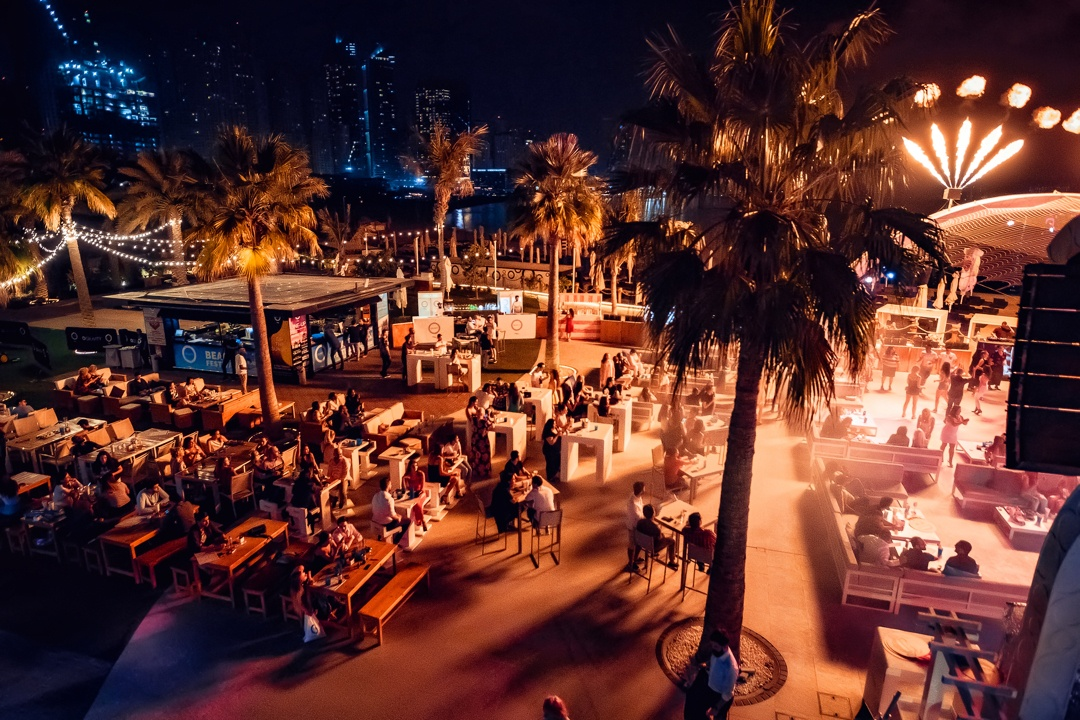 fun-things-to-do-in-dubai-zero-gravity-dubai-beach-club-at-night-Cropped-1