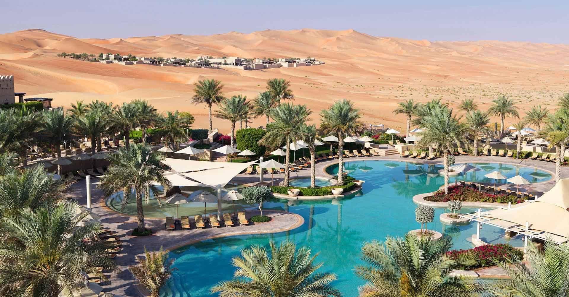 hotel-resorts-uae-staycations-dubai-hotels-in-uae-Croppeddddoddok-qasr_al_sarab_by_anantara_free_form_pool_1920x1037-Cropped