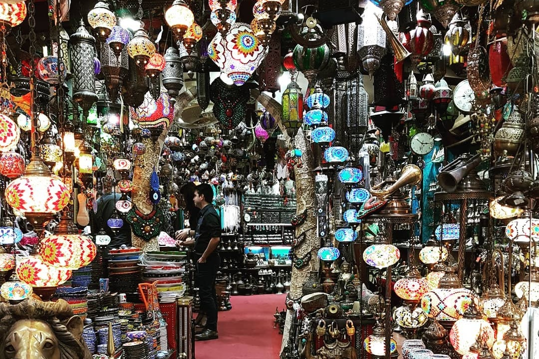 souks-in-the-middle-east-muttrah-souk-muscat-oman