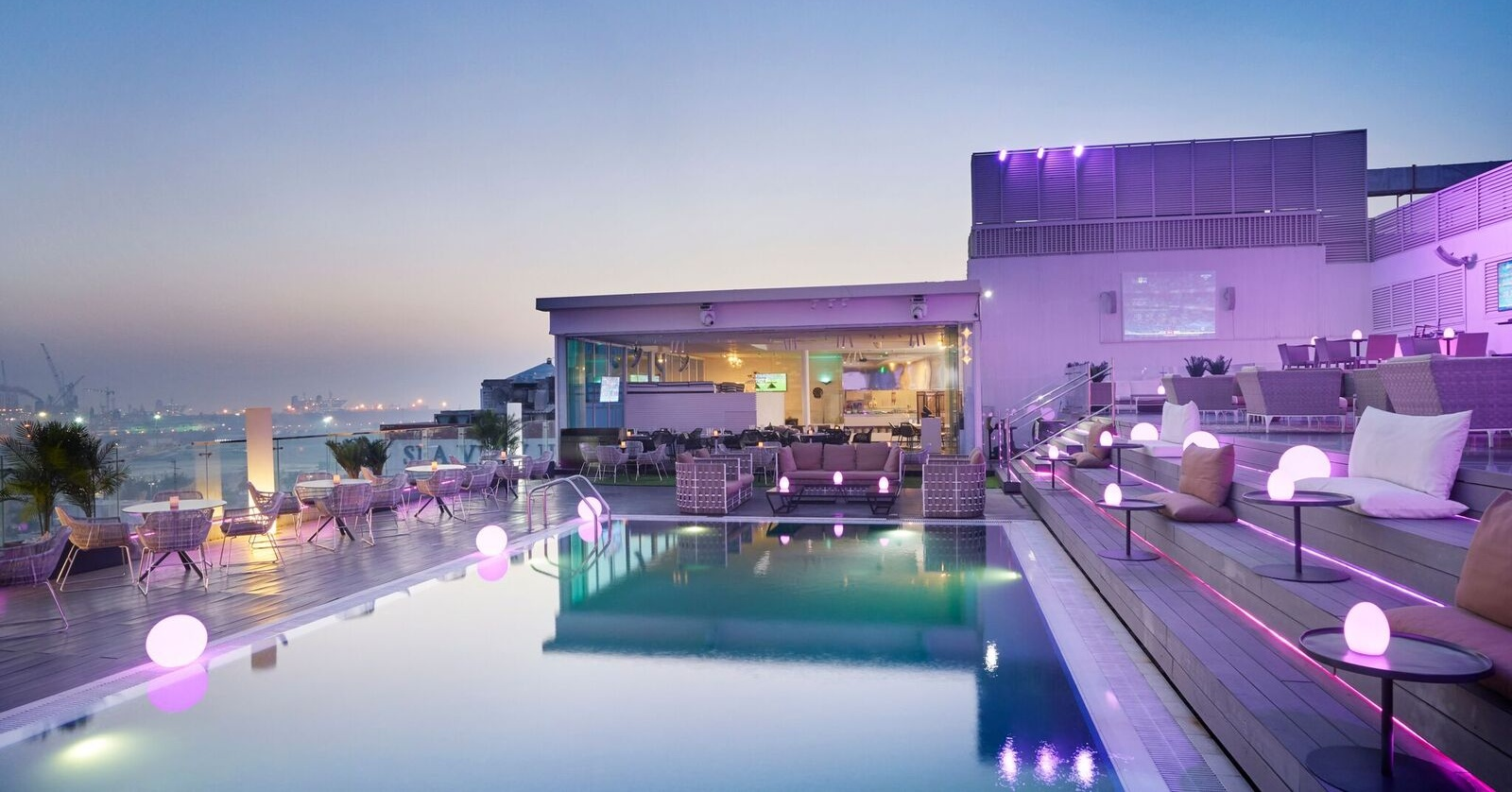 new-ladies-nights-in-dubai-estrellas-rooftop-lounge-dubai-Cropped
