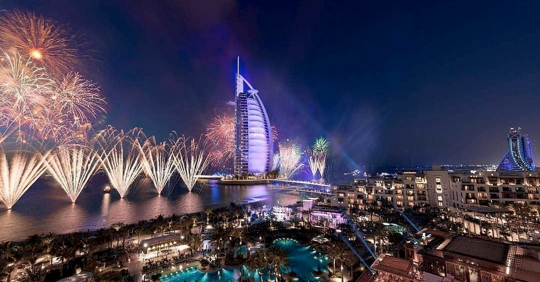 new year's eve fireworks in dubai 2018 2019 - burj al arab