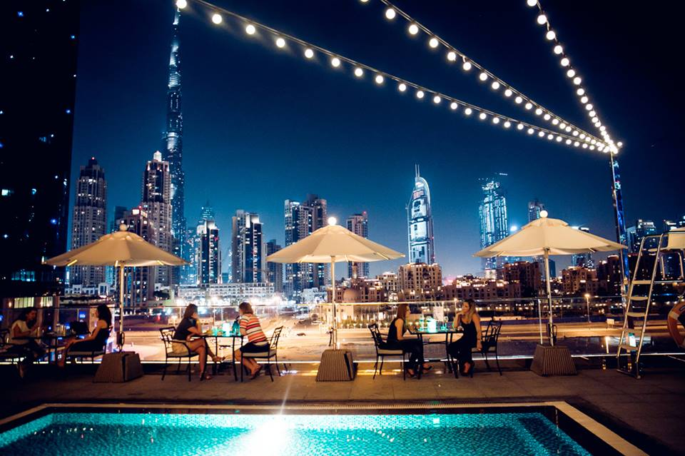 ladies-nights-in-dubai-weekend-swim-and-tonic-business-bay